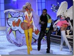 Kanye West perform  Victorias Secret